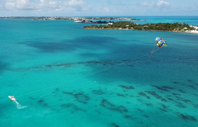 Sailing in Bermuda & Parasailing